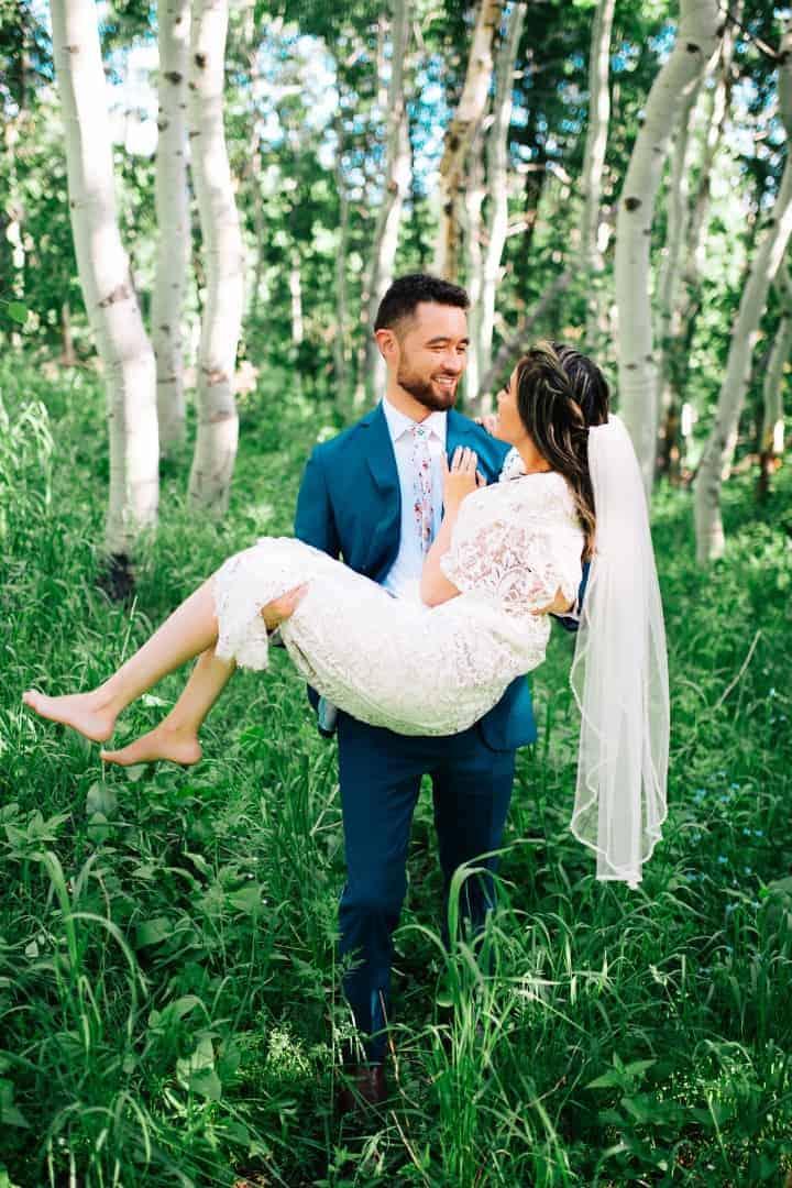 Bridal-Poses-Canyon-Utah