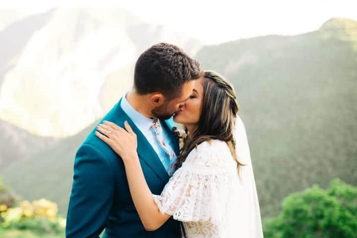 Mountain-Top-Bridal-Kiss-Utah