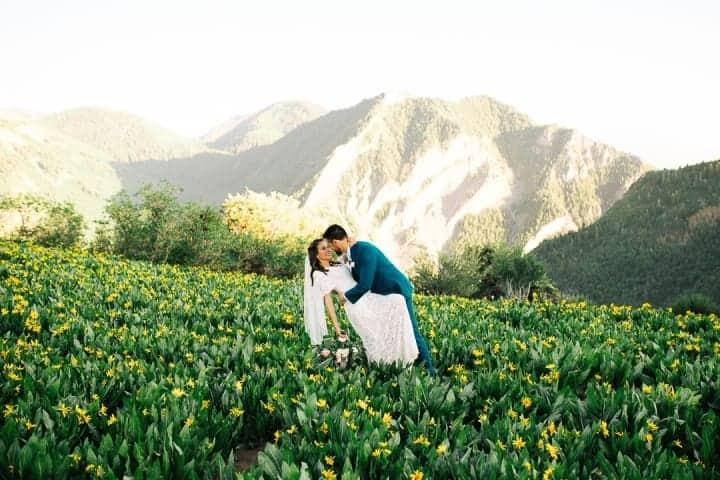 Groom-Dips-Bride-In-The-Mountain-Top-Utah