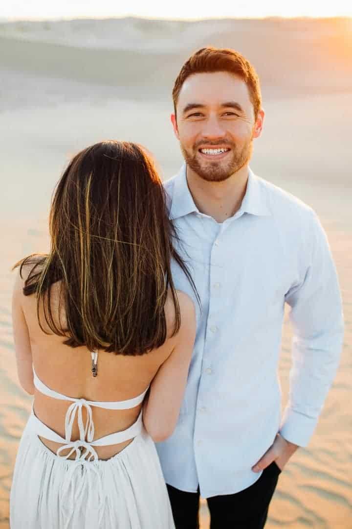 Engagement-Photo-Pose-Little-Sahara-Desert-Utah