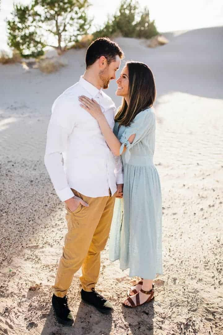 Bright-And-Romantic-Engagement-Look-Sahara-Desert-Utah