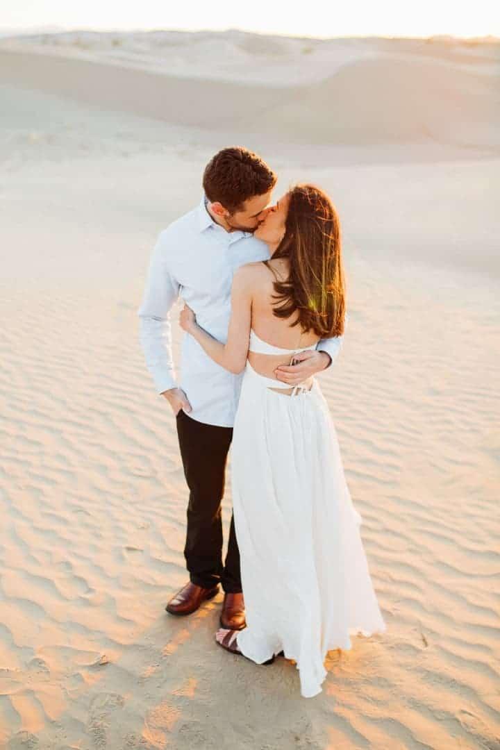 Lovely-Couple-Kissing-In-The-Sand-Utah
