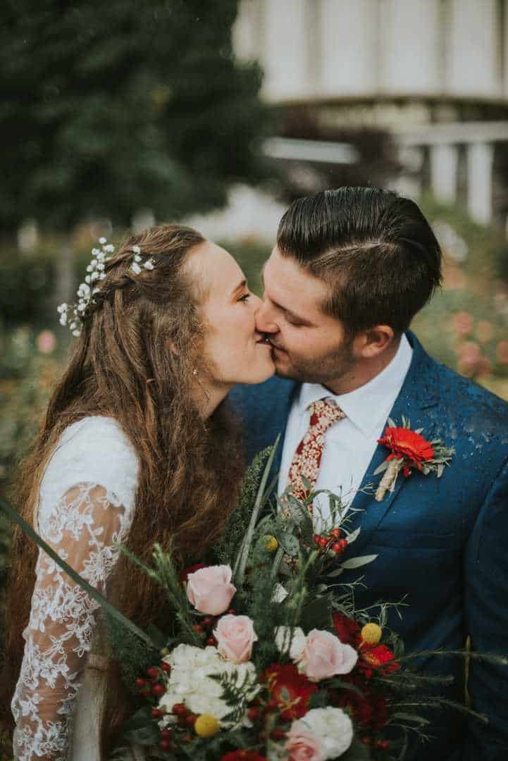 Perfect-Bridal-Kisses-Provo-Temple