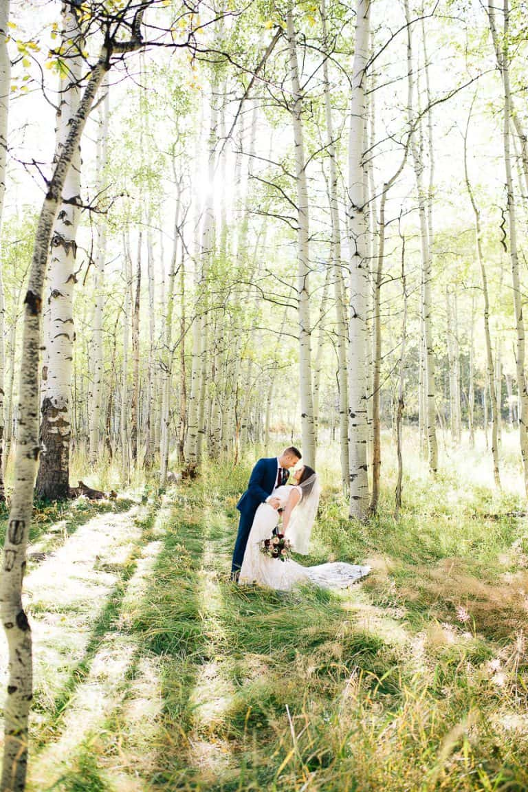 Bright and natural bridals in the canyon