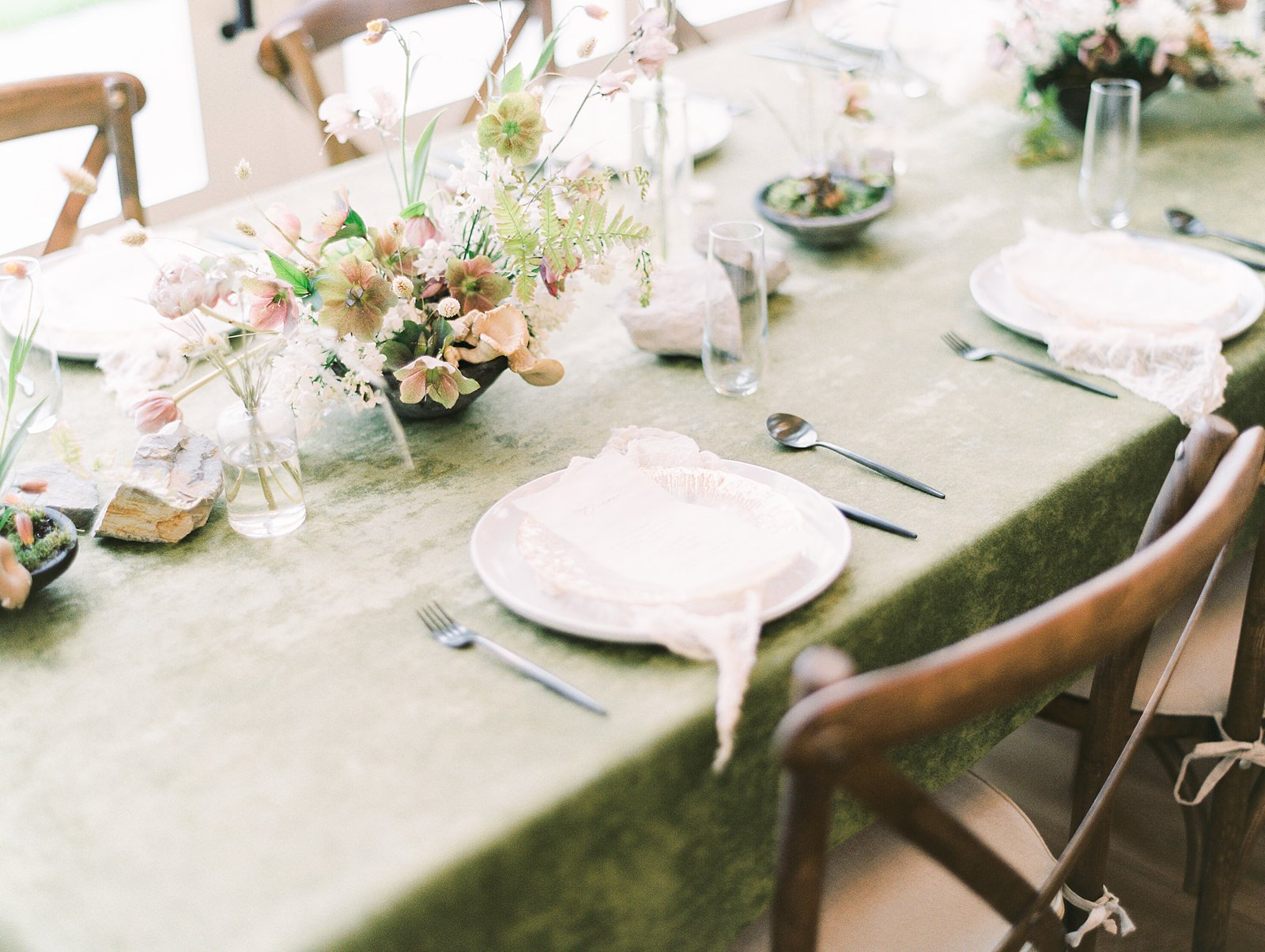 Heber Valley Natural Organic Wedding Inspiration at River Bottoms Ranch, Utah wedding film photography, green tablecloth wedding flower centerpiece with white place settings