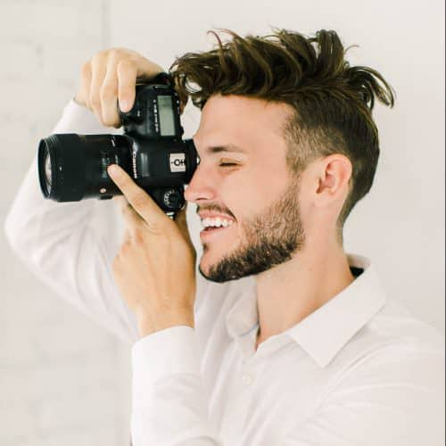 business-plan-professional-photographer-holding-camera