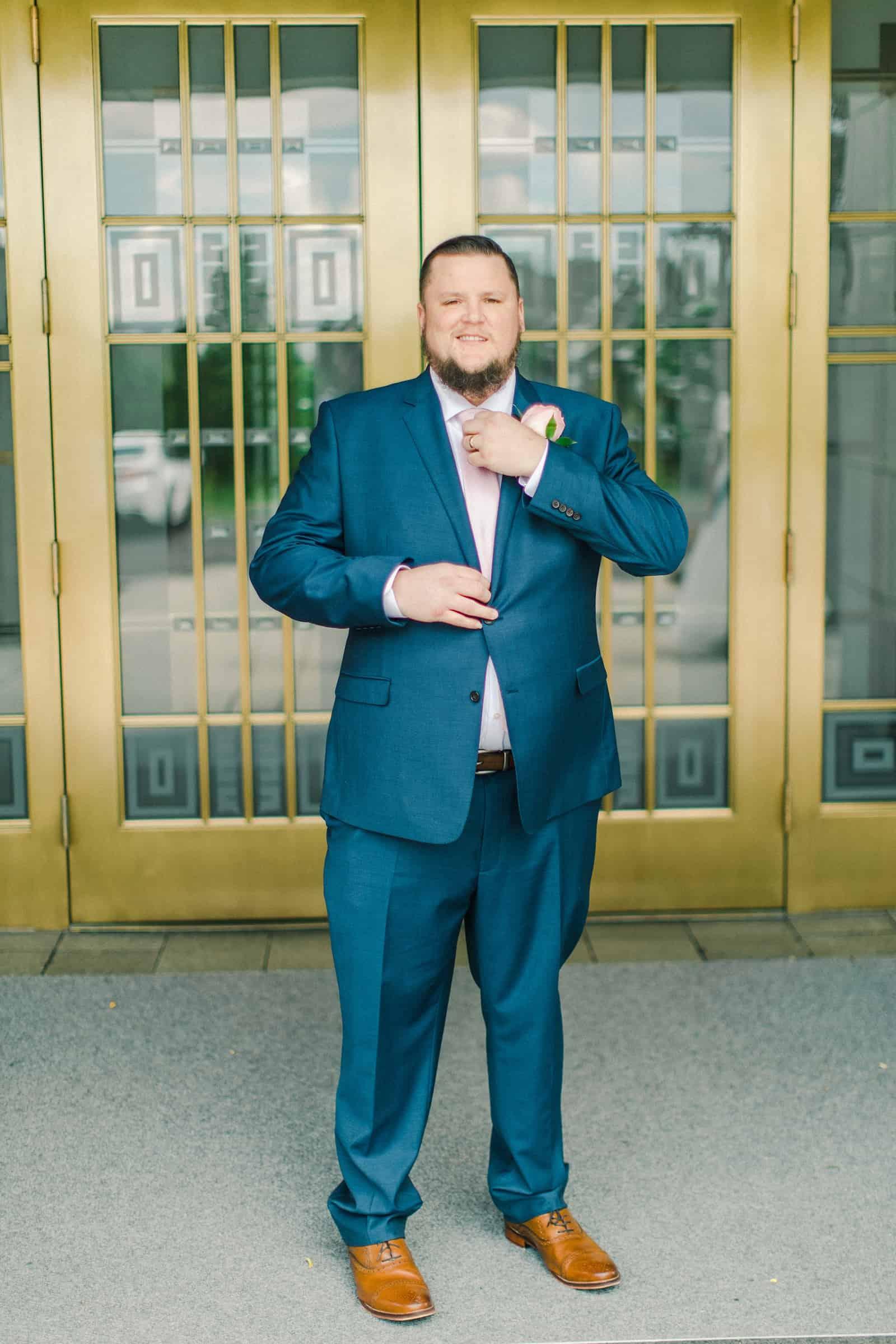 Draper LDS Temple Wedding, Utah wedding photography, summer backyard wedding, groom in navy blue suit and pink tie