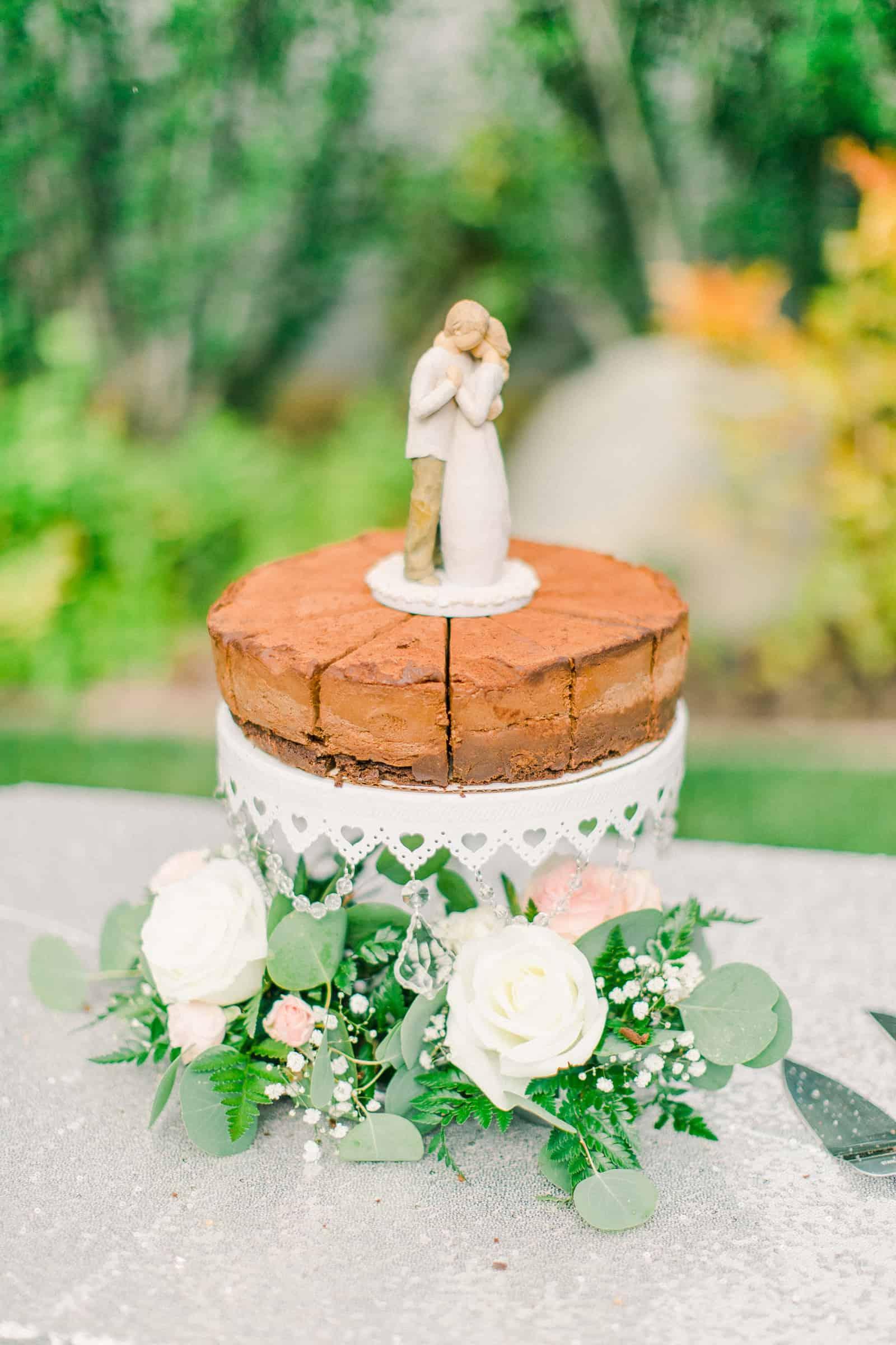 Draper LDS Temple Wedding, Utah wedding photography, summer backyard wedding, chocolate cheesecake wedding cake