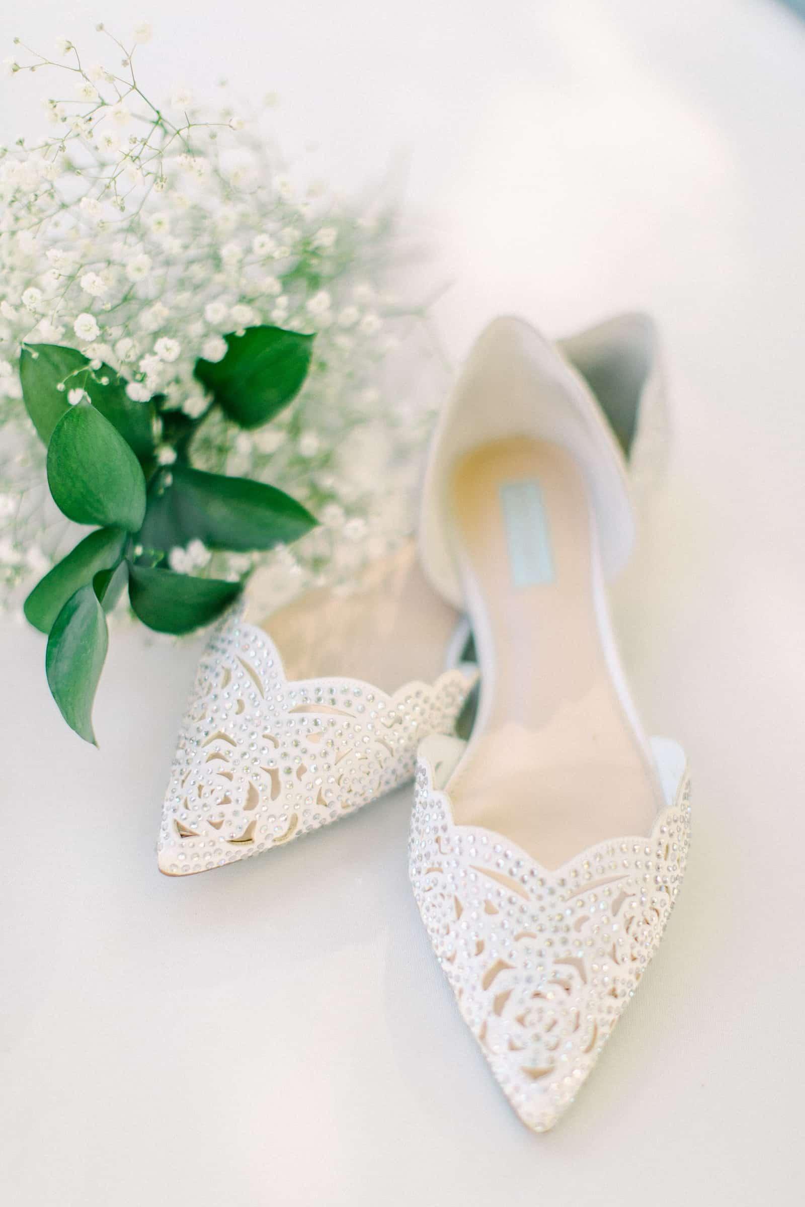 Draper LDS Temple Wedding, Utah wedding photography, summer backyard wedding, bride's shoes