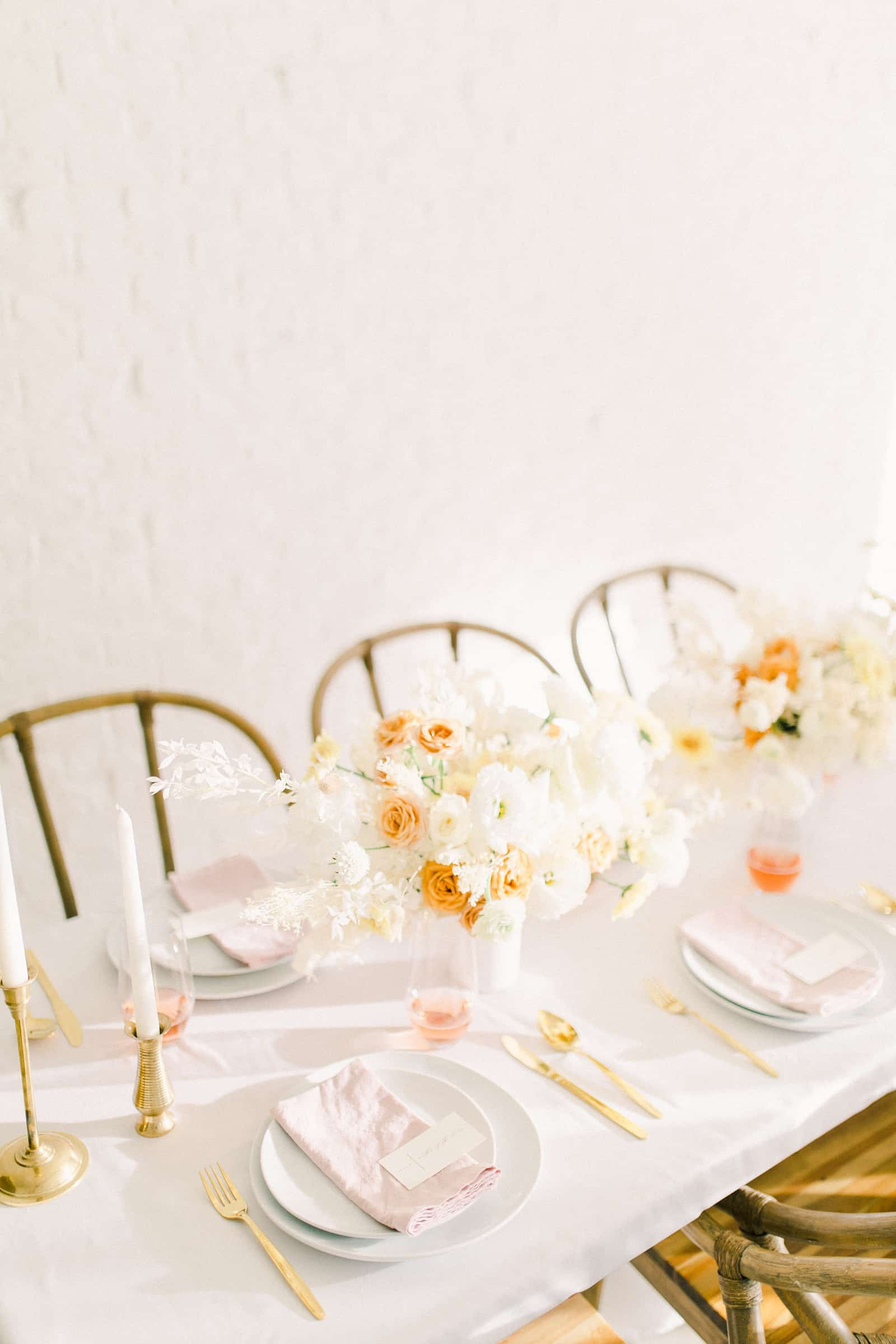Modern wedding table with white and orange rust colors, white flowers tablescape